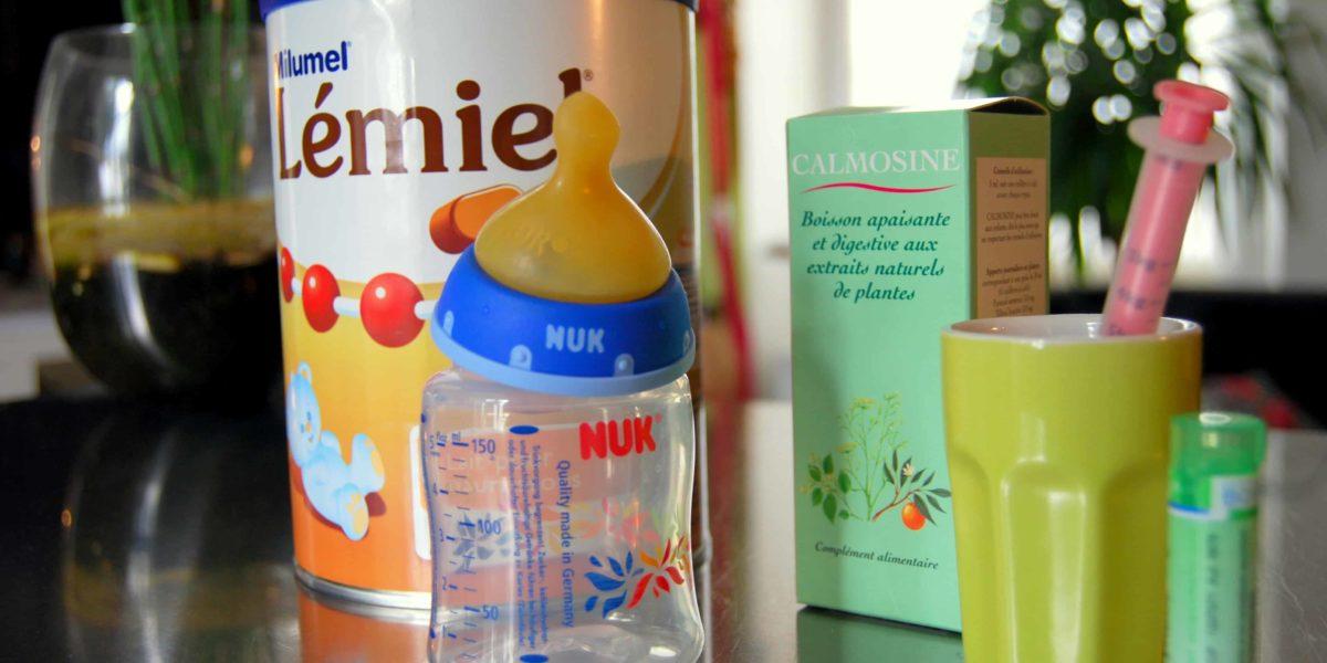 La préparation du biberon de lait industriel
