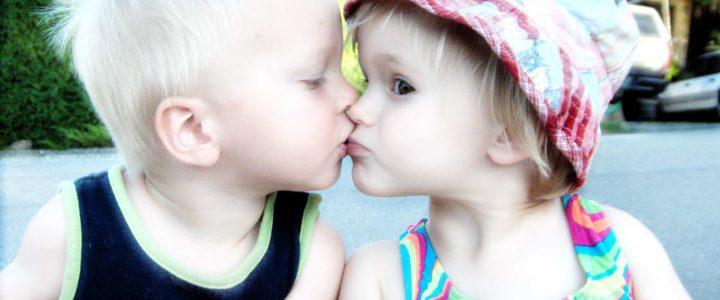 deux enfants fous d'amour !