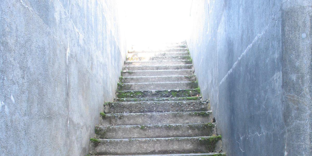 Faut-il installer des abbrrières pour empêcher l'accès des escaliers aux enfants ?