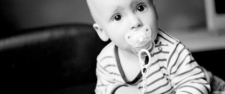 Comment aider bébé à arrêter la tétine