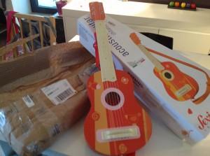 Les Jouets d'Arthur : guitare en bois pour enfants Sevi 1831