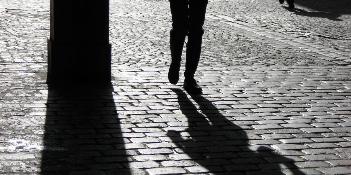 Mychoup' dans le gris de la rue