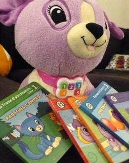 Lis avec Violette, une peluche interactive pour enfants