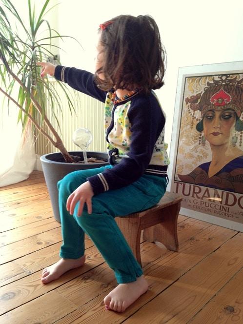 Kidiliz : pantalon Catimini, cardigan Jean Bourget