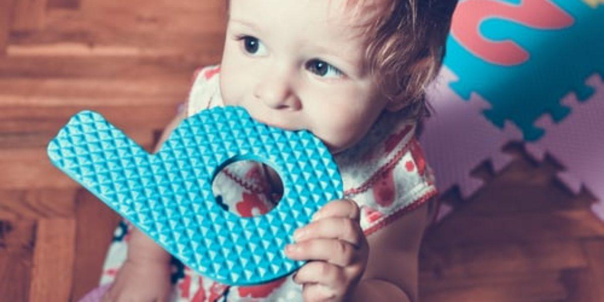 poussées dentaires - bébé fait ses dents