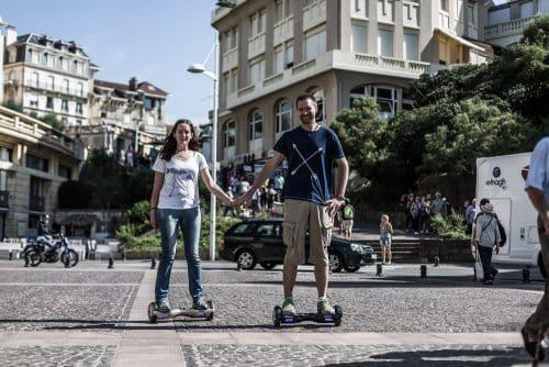 Florian de Printf et Véronique de Geek and bio avec un hoverboard Newshoot