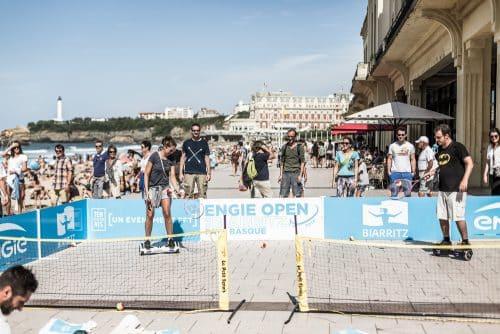 La Teamhoverboard fait du tennis en hoverboard