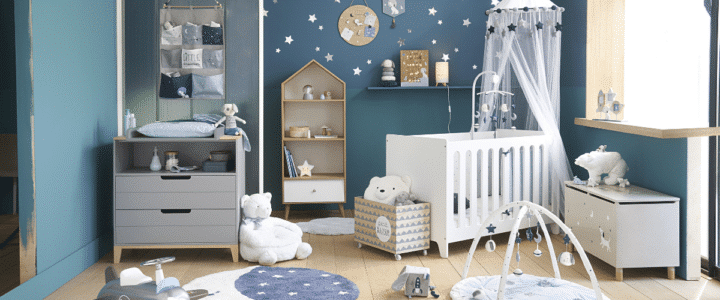 chambre enfant avec armoire et commode et lit enfant