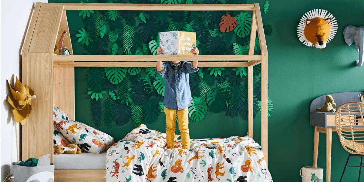 chambre enfant lit cabane en bois Vertbaudet