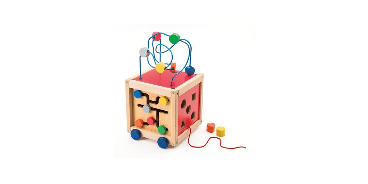 Cube-boulier-dactivités-à-tirer-en-bois