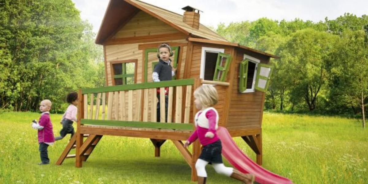 maisonnette en bois Emma Axi pour enfant avec toboggan