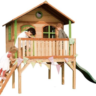 maison en bois Sophie Axi sur pilotis avec toboggan pour enfant