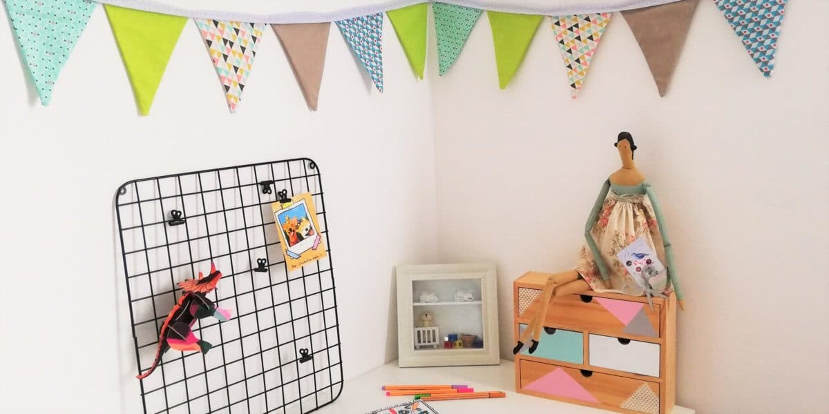 fabriquer une guirlande de fanions pour chambre enfant et bébé