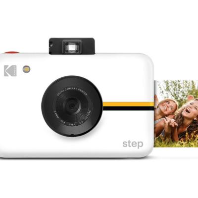 appreil photo numérique blanc marque Kodac avec photo qui s'imprime