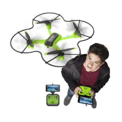 niño juega negro verde drone marca Silverlit