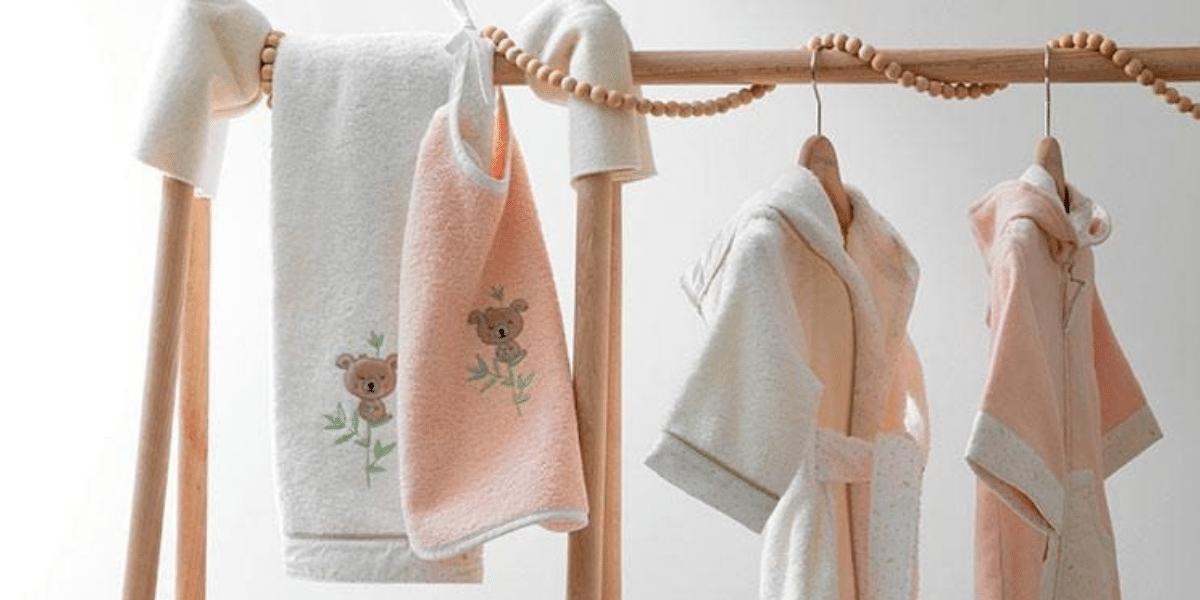 photo linge bain bébé marque carré blanc