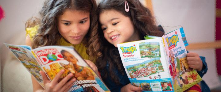 une maman et sa fille lisent meilleurs magazines enfants Bayard jeunesse
