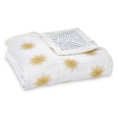 couverture bébé blanche avec des étoiles marque Aden + Anaïs